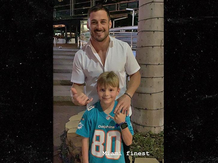 b460b604 Danny Amendola Surprises Little Kid Wearing His Jersey, 'Hey Bro ...