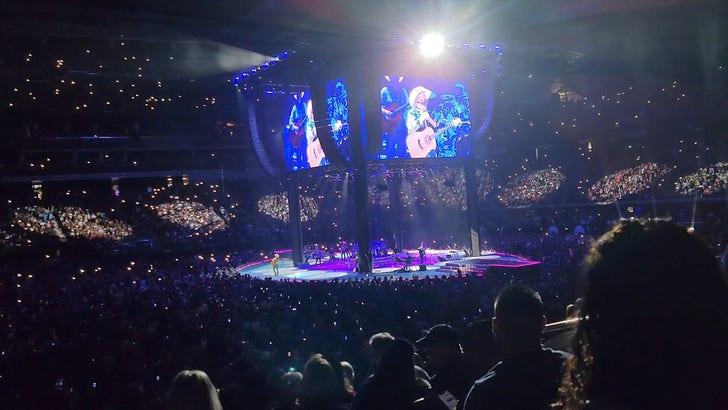 Garth Brooks Brings Back Stadium Concerts with Huge Las Vegas Show.jpg