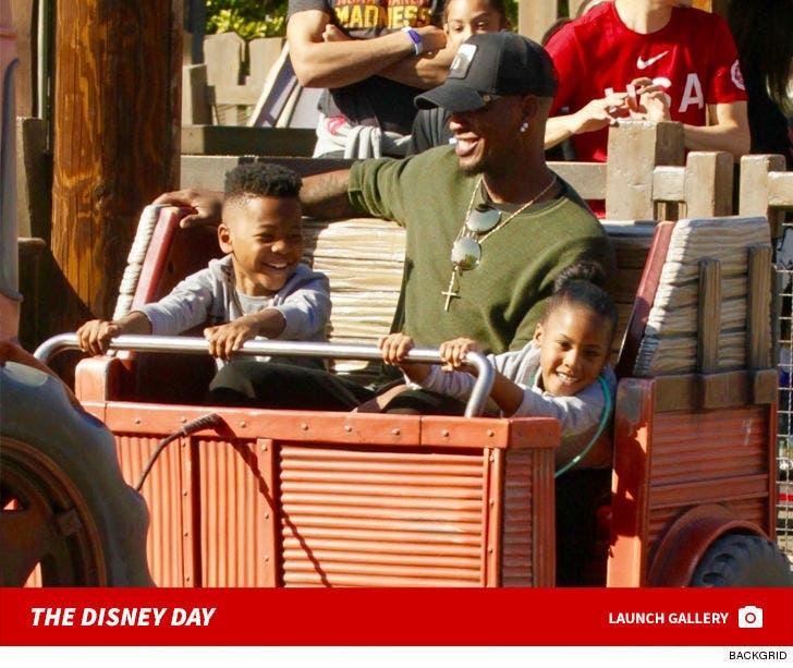 Neyo Takes The Family To Disneyland