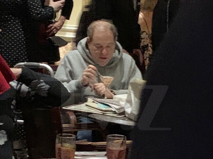 Harvey Weinstein Spotted Eating Ice Cream Alone in NJ Hotel - EpicNews