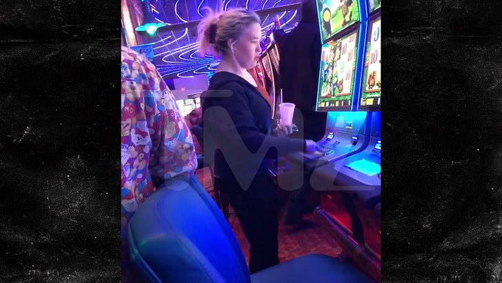 Mama June Hits Up the Slots in Alabama Casino Sans Boyfriend