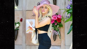 Courtney Stodden Visits Marilyn Monroe's Grave on 57th Death Anniversary