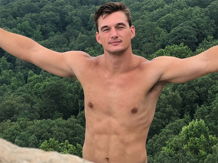 Tyler Cameron's Shirtless Shots