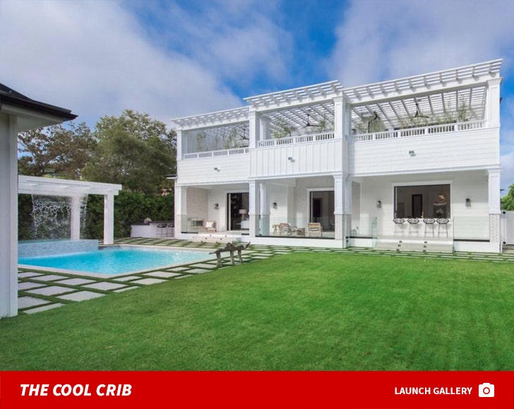 Bruce Willis' Brentwood Home