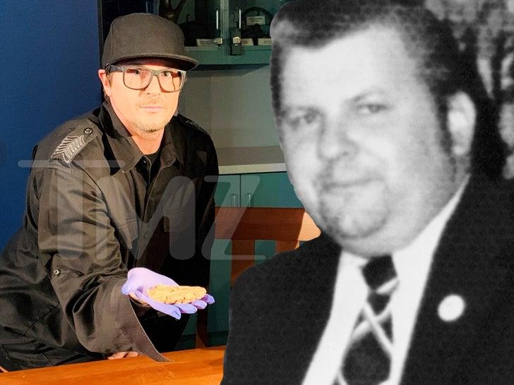Zak Bagans Holds Serial Killer John Wayne Gacy's Brain
