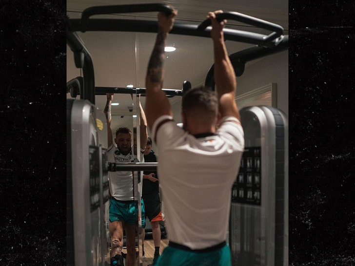 Conor McGregor Back In Gym 3 Weeks After Gnarly Leg Surgery.jpg