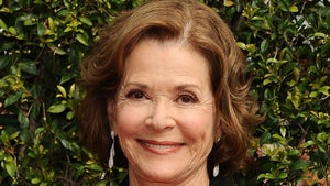 'Arrested Development' Star Jessica Walter Dead at 80, Cast Weighs In