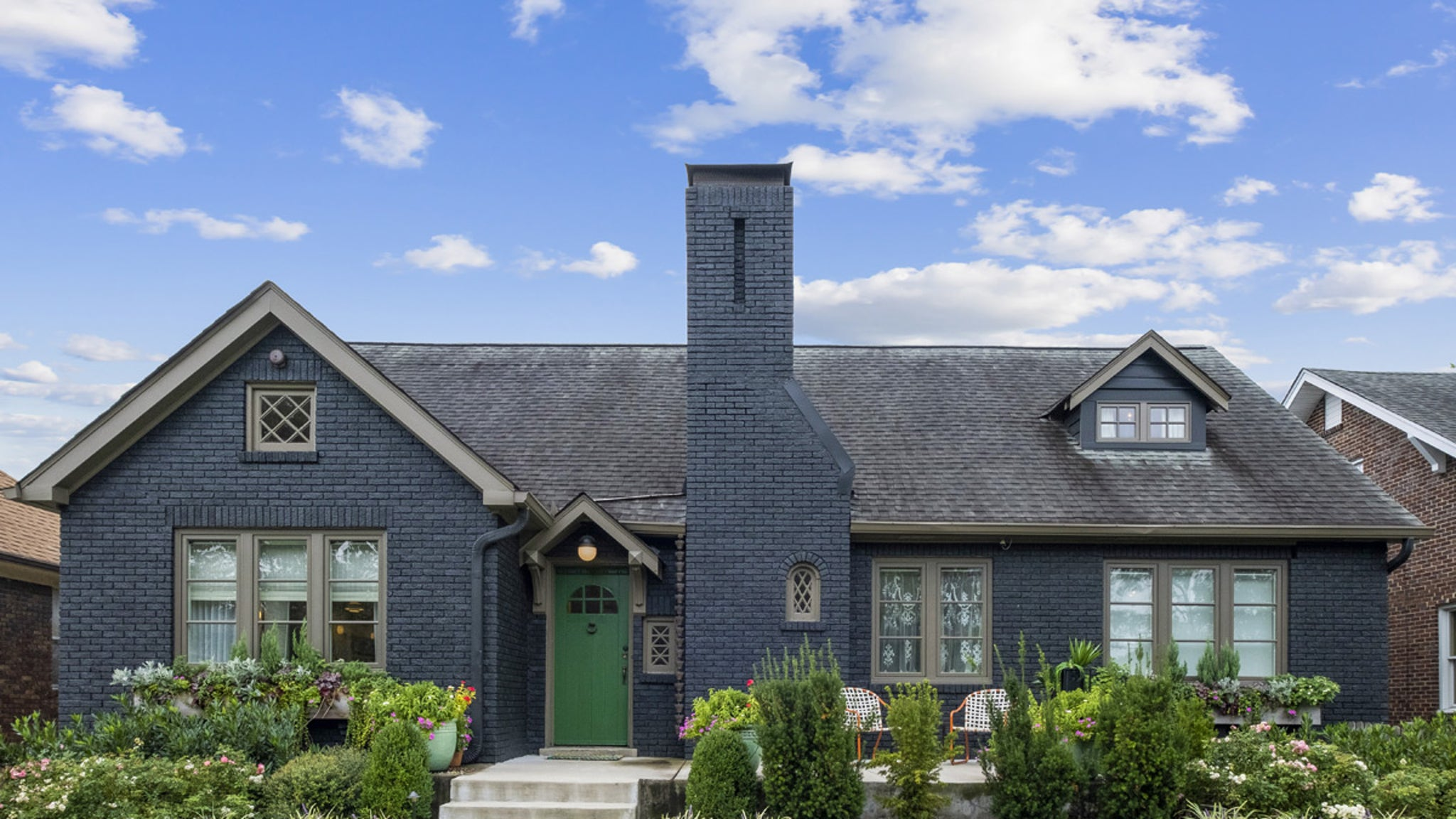Hayley Williams Lists Nashville Home Where She Recorded Solo Album thumbnail