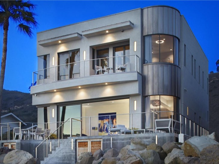 Bryan Cranston Lists Cool, Eco-Friendly Beach Home for $5 Mil.jpg
