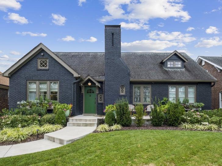 Hayley Williams Lists Nashville Home