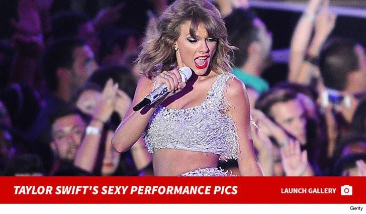 Taylor Swift's Performance Pics