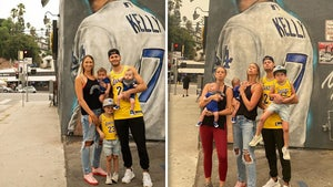 L.A. Dodgers' Joe Kelly Visits Epic Pouty Face Mural With His Family!
