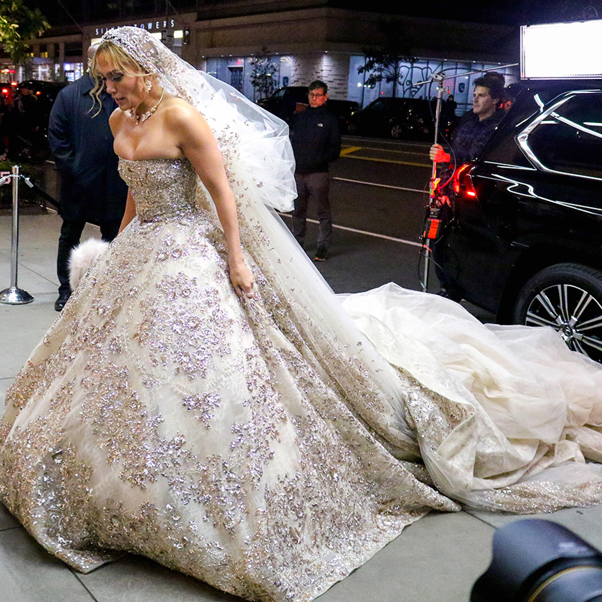 Jennifer Lopez Shows Off Her Wedding Dress ... for a Movie