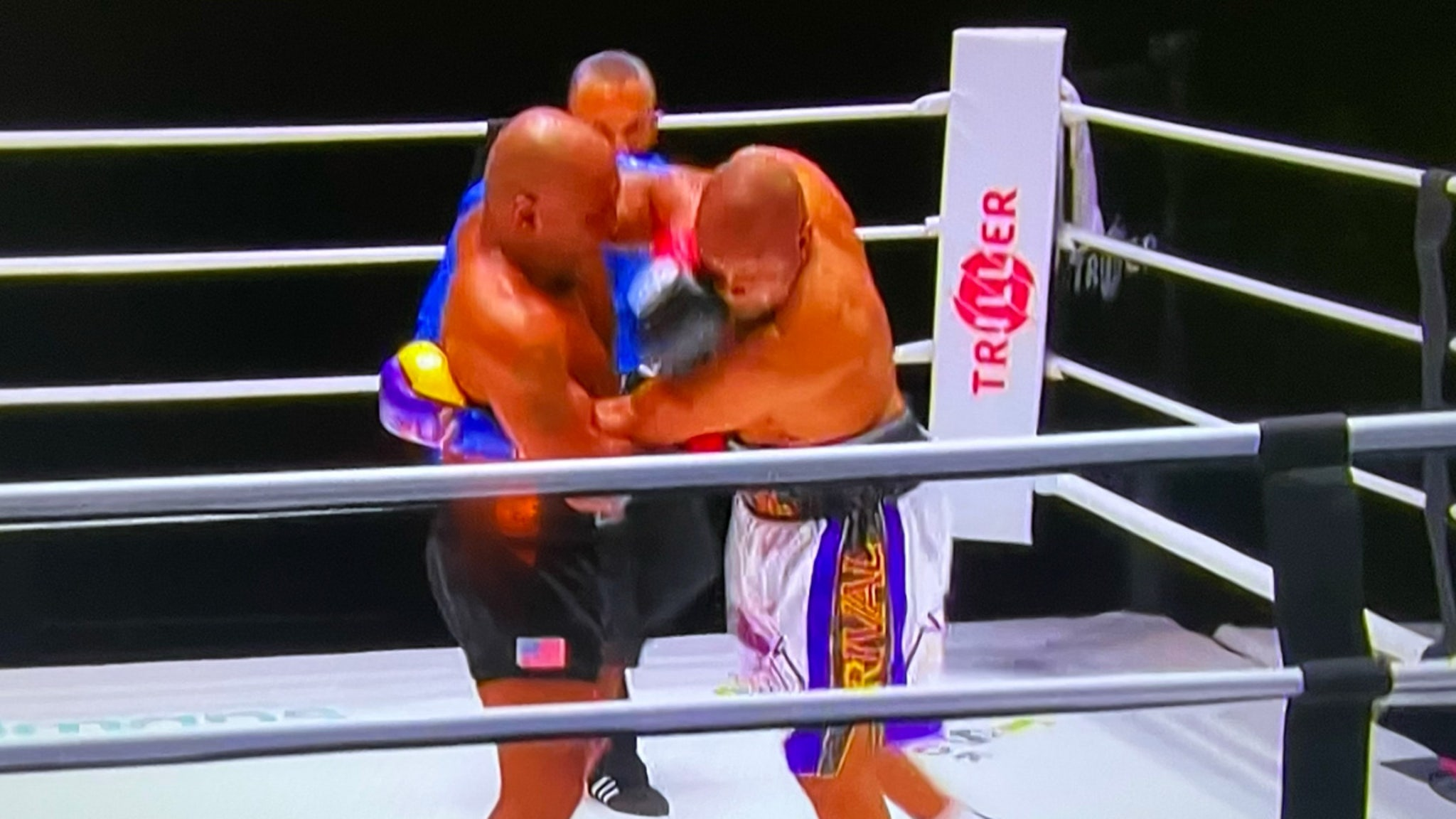 Mike Tyson Fights to Draw with Roy Jones Jr. ... What a Performance!