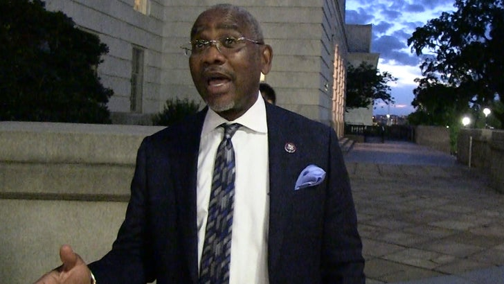 Rep Gregory Meeks, Kamala Harris Serve Great Food at Congressional Black Caucus.jpg