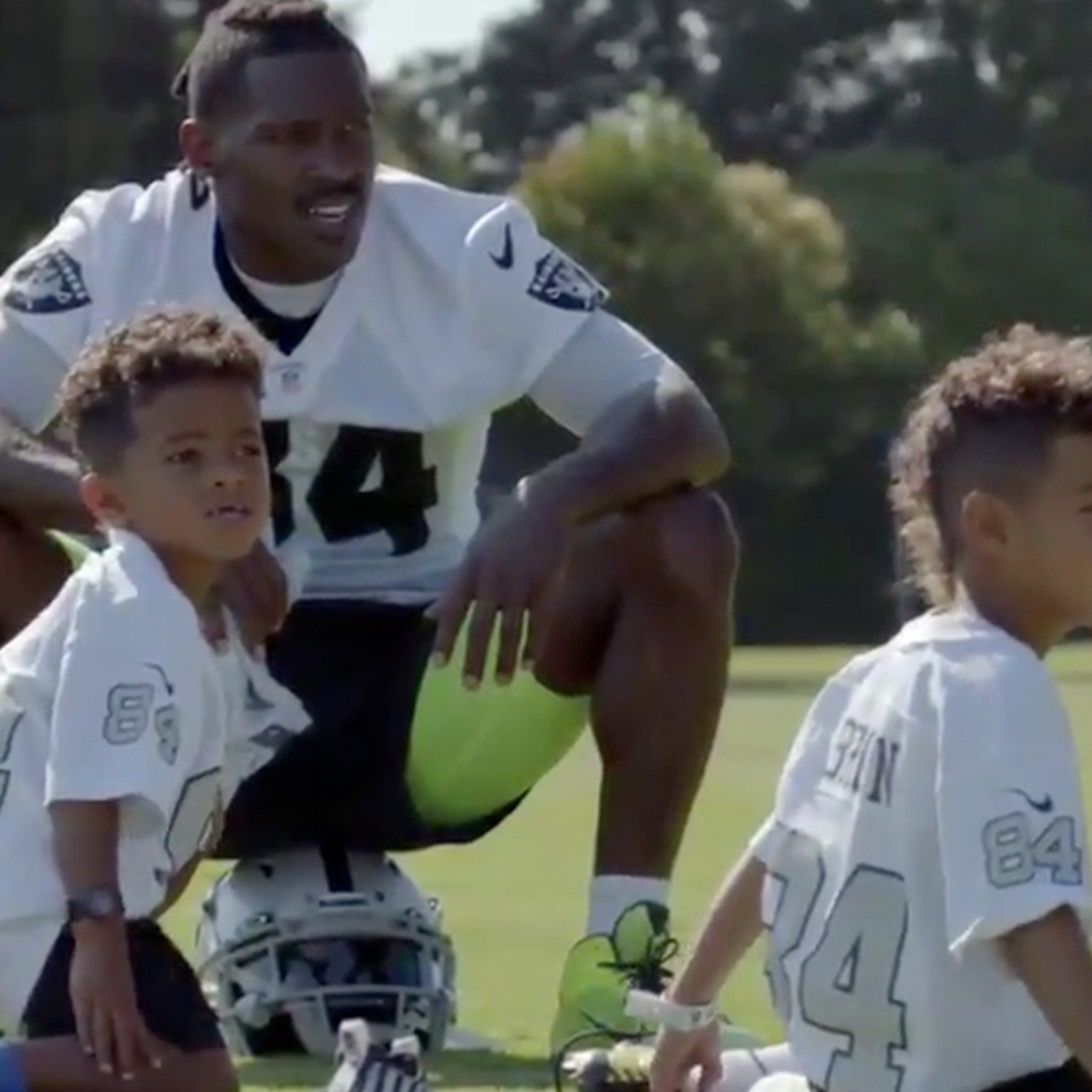 Antonio Brown S Kids Ask Where S Roethlisberger At Raiders Camp