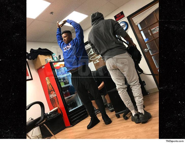 size 40 e0fae faaed Saquon Barkley Rocks NY Giants Gear to Barber Shop