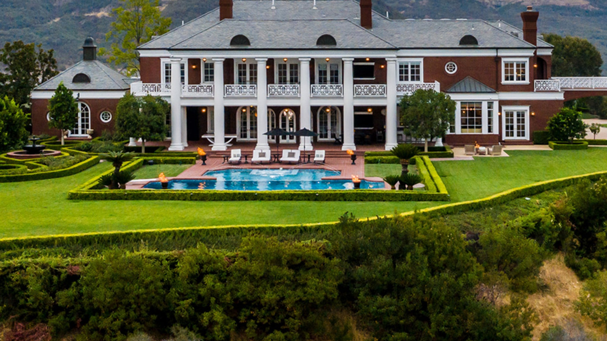 Wayne Gretzky Selling Famous Lenny Dykstra Mansion Again ... Got $23 Mil?!