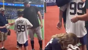 Aaron Judge Gives Bat and Gloves to Kids, Kids Cry with Happiness