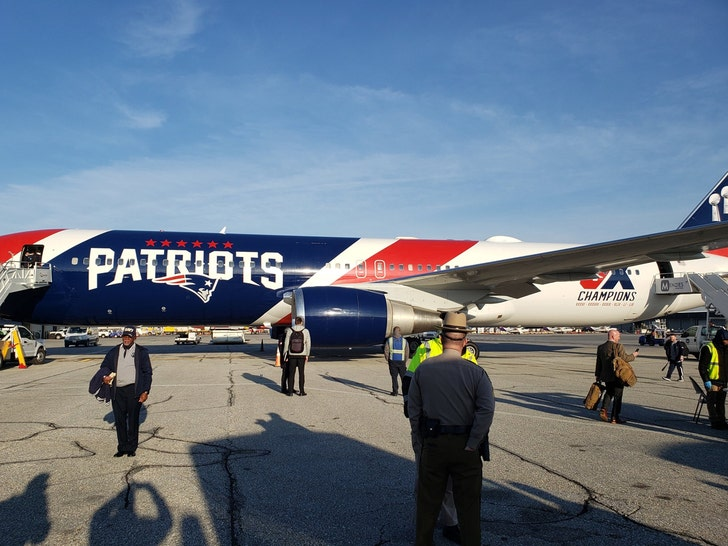 Navy borrows Patriots plane for trip to bowl game