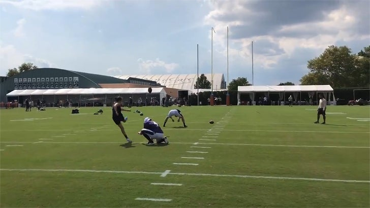 Carli Lloyd makes some impressive field goals at Eagles practice