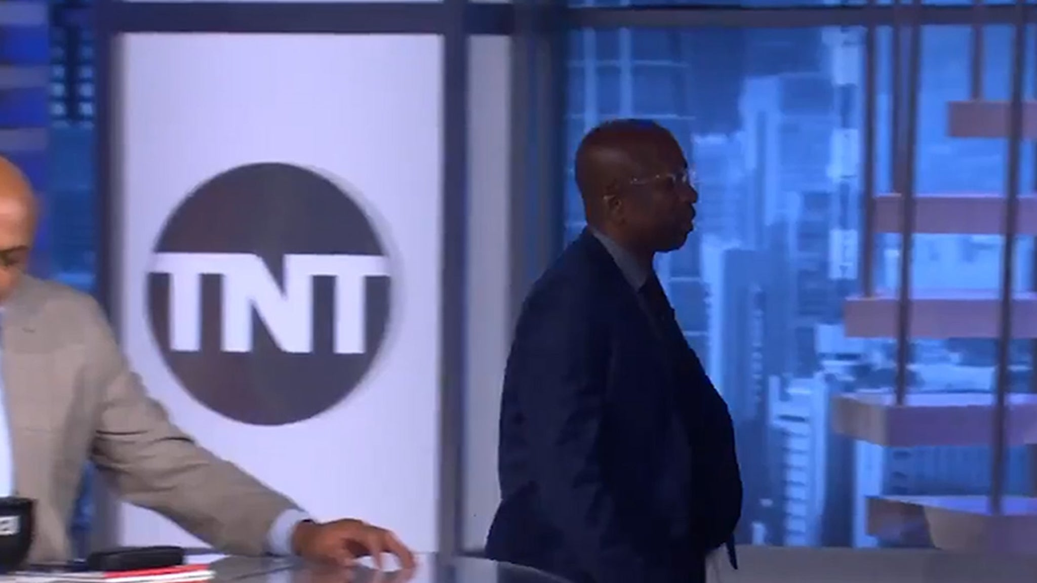 Kenny Smith Walks Off 'Inside the NBA' Set to Support NBA Player Protests