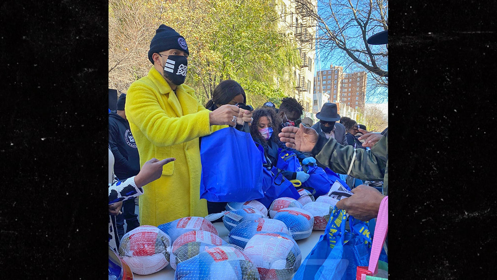 French Montana Hands Out Turkeys in the Bronx ... Making an Unforgettable Thanksgiving!!!