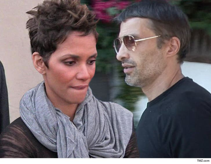 Billy bob thornton dating halle berry