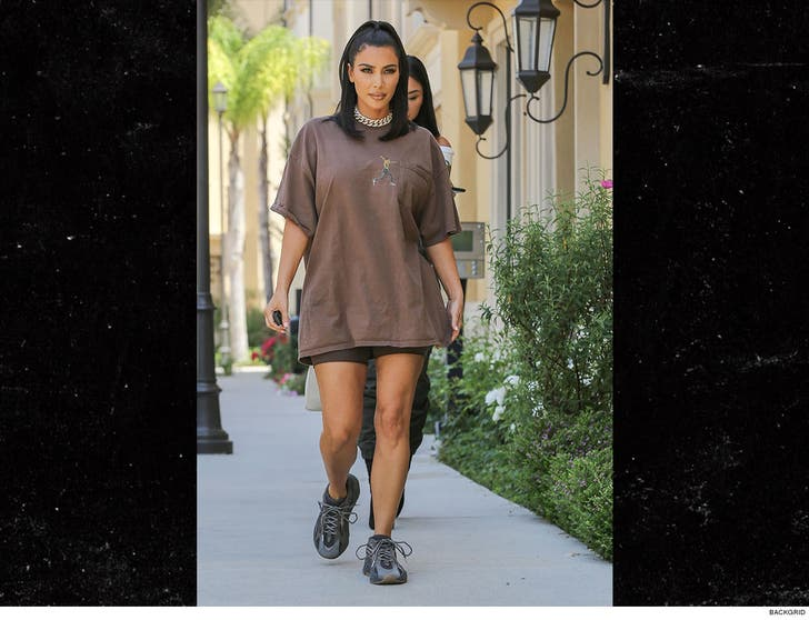 Kim Kardashian West Pairs Travis Scott