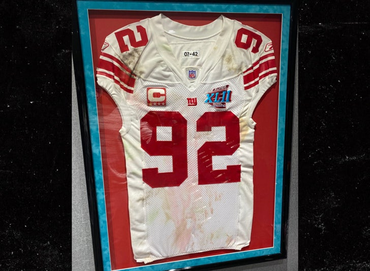 Michael Strahan Claims Super Bowl Jersey In Auction Is Not Authentic