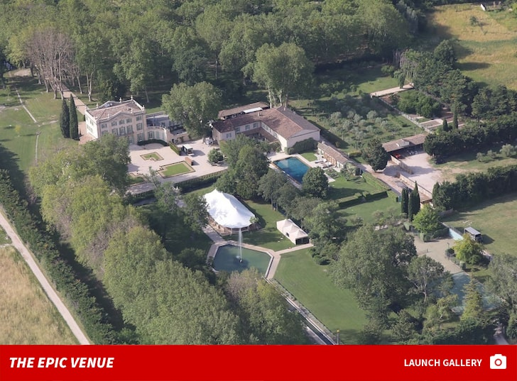 Joe Jonas Sophie Turner Wedding Venue Location Inside Photos-