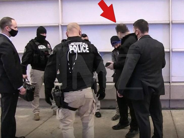 ФБР опубликовало плакат с изображением подозреваемых в бунтовщиков Капитолия