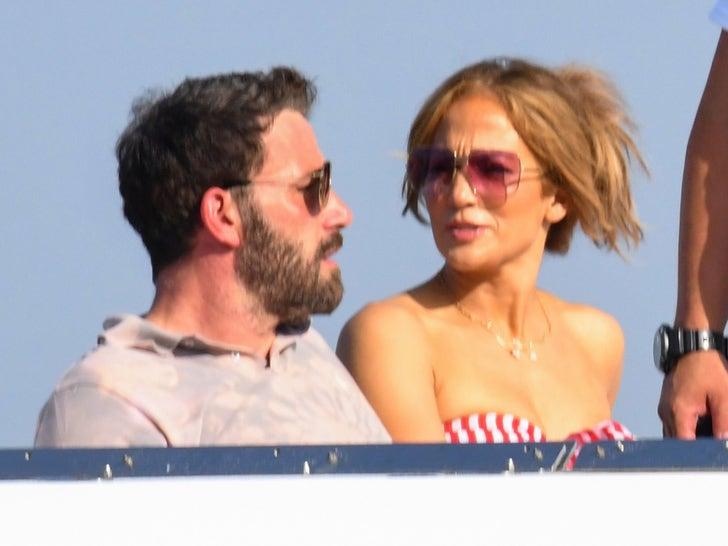 Ben Affleck and Jennifer Lopez Enjoy the Amalfi Coast and the Blazing Sun.jpg