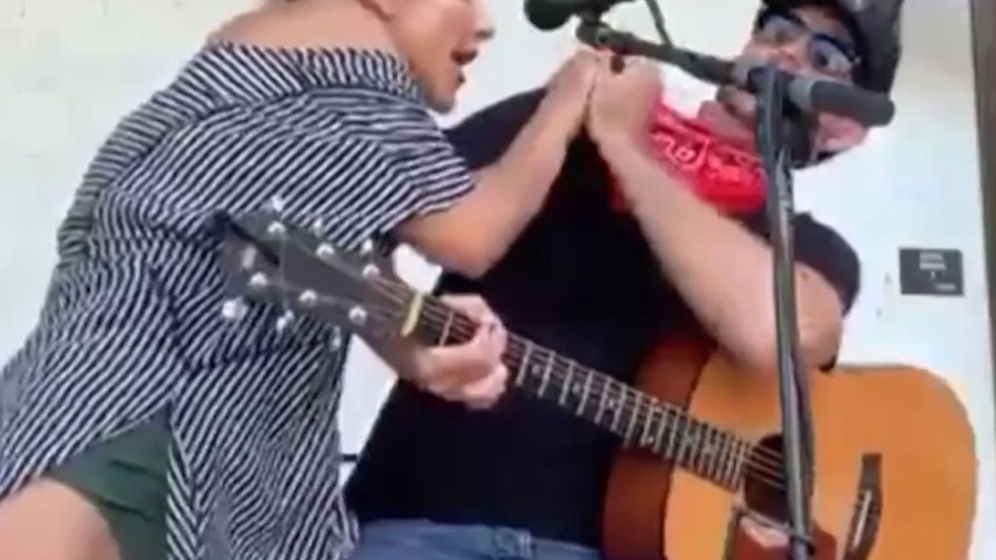 Singer Says Woman Coughed On Him Onstage, Accepts Apology