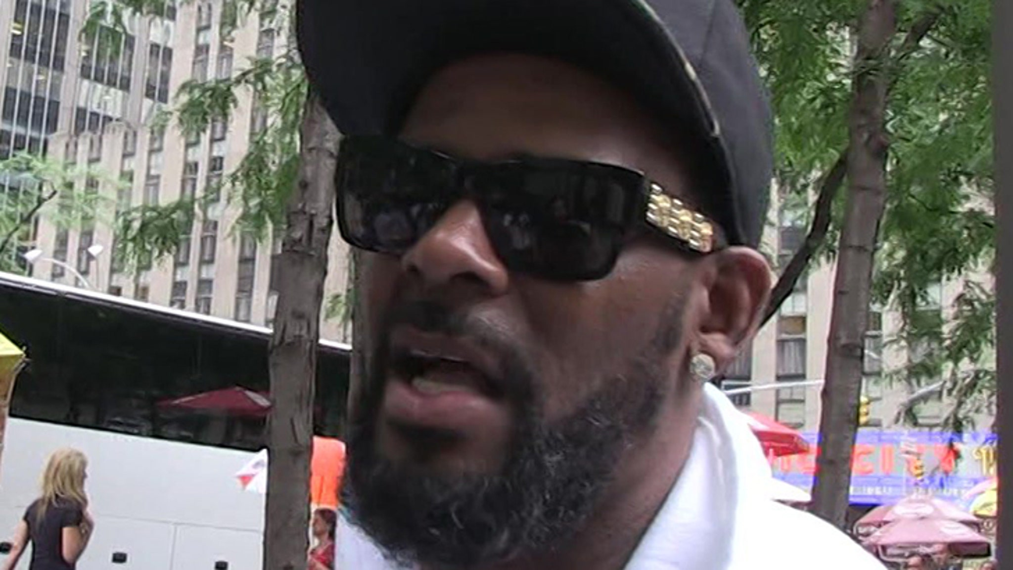 R  Kelly Accused of Transmitting STD to Underage Woman