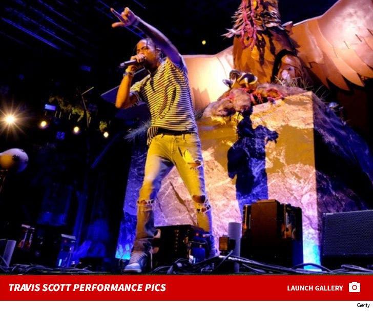 Travis Scott's Performance Photos