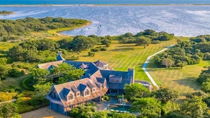 Barack and Michelle Obama Buying Mega-Mansion in Martha's Vineyard