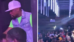 Floyd Mayweather Hits Packed Nightclub in AZ, No Masks Anywhere!