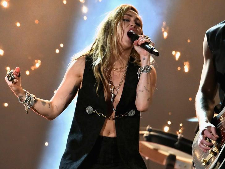 Miley Cyrus Performance Pics