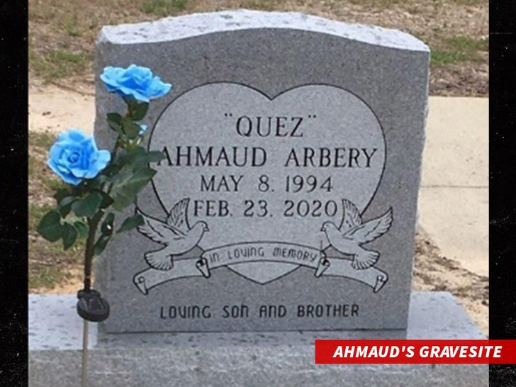 Семья Ахмауда Арбери планирует посетить могилу на Рождество