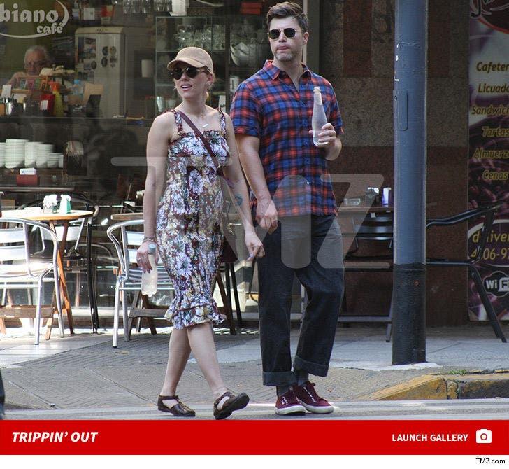 Scarlett Johansson & Colin Jost Get Handsy in Argentina