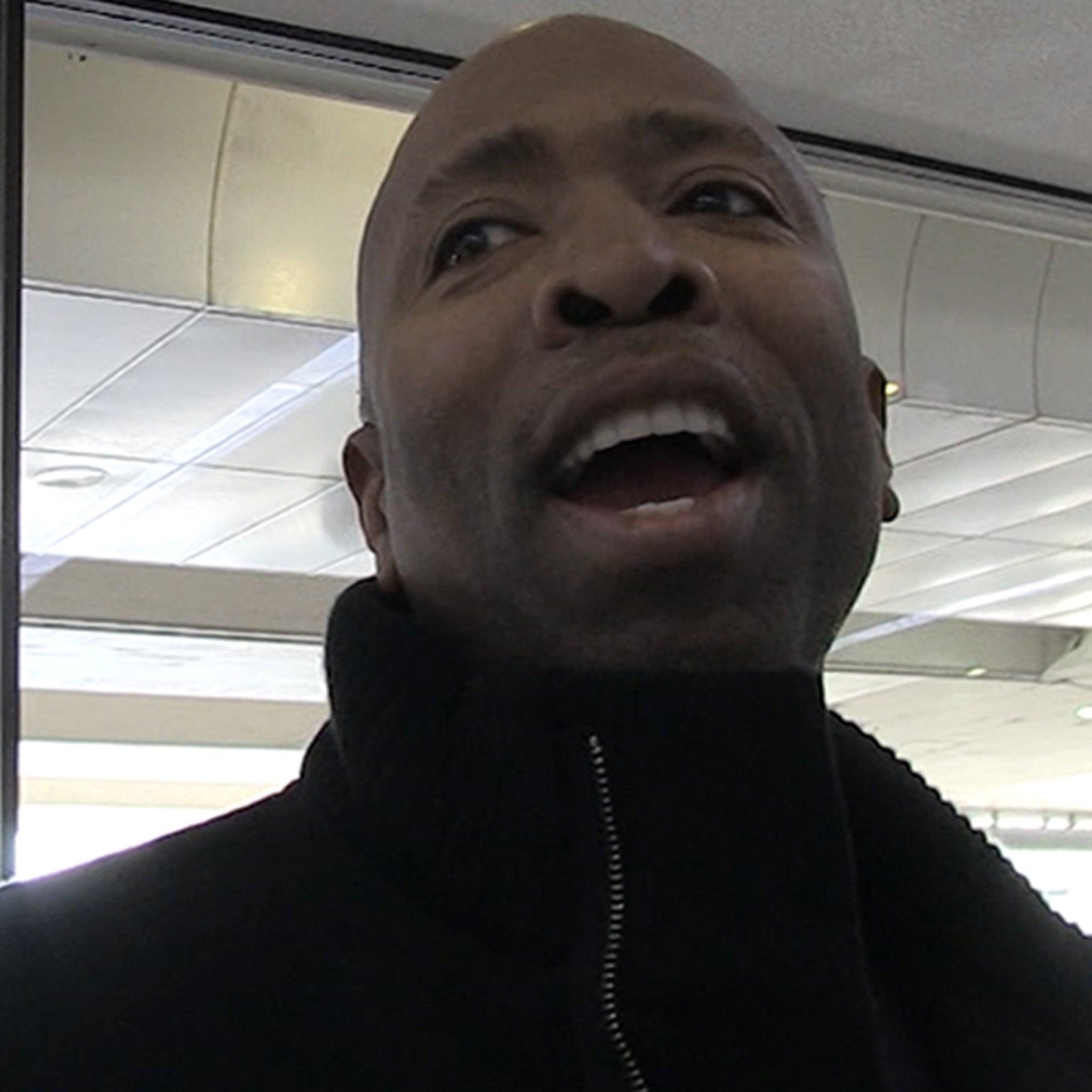 LeBron James' Pregame Powder Snub Was No Coincidence, Says Kenny Smith