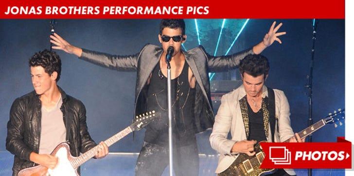 Jonas Brothers Performance Pics