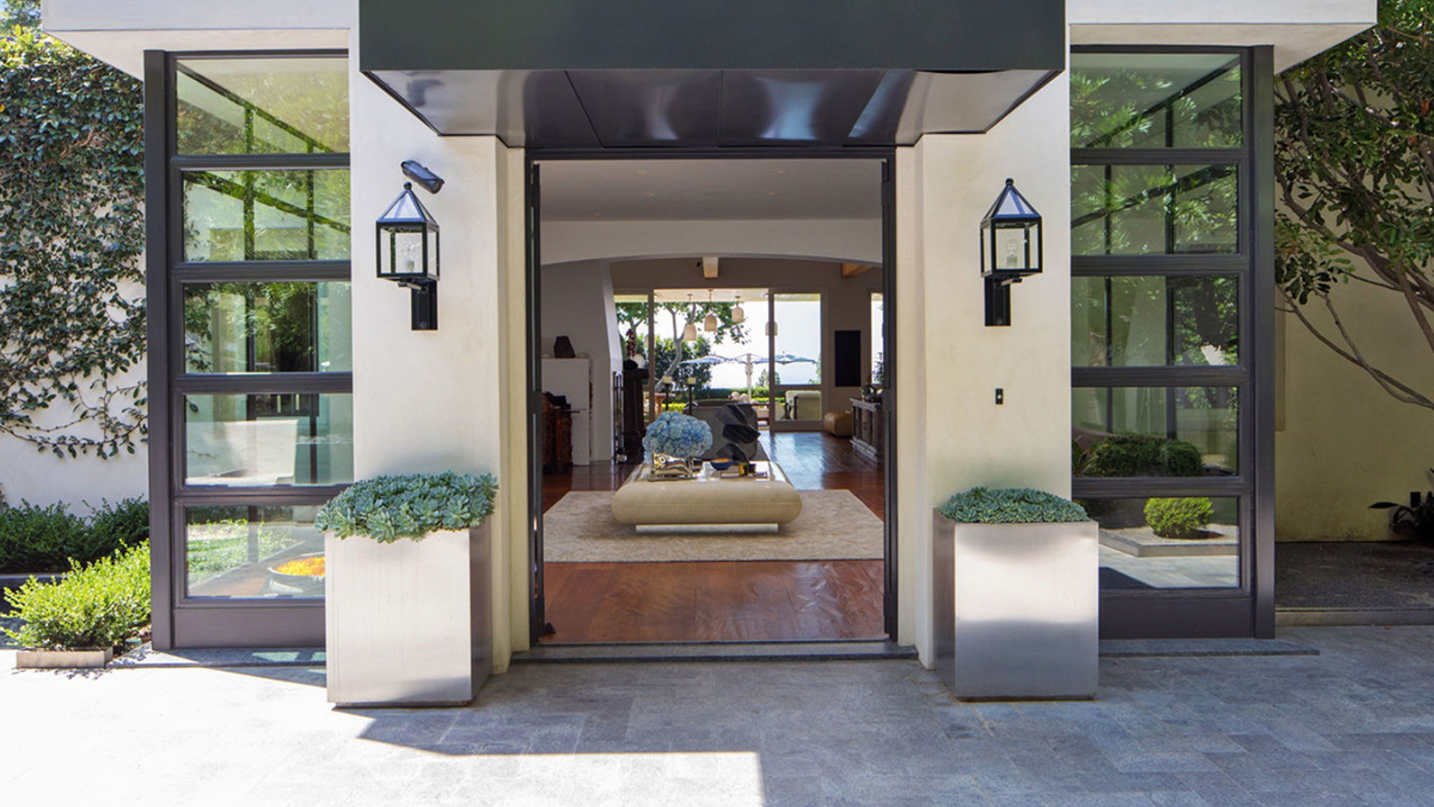 Entertainment News Today- Ryan Seacrest Selling Beverly Hills Home for $85 Million | NewsBurrow thumbnail