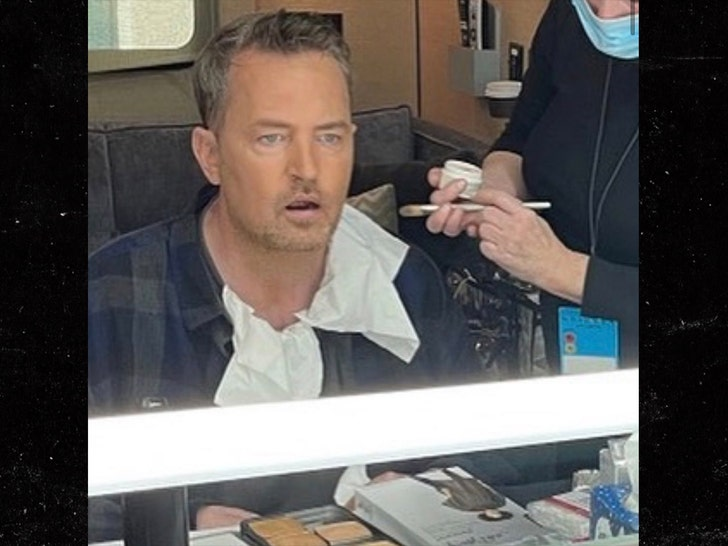 Matthew Perry Reveals 'Friends' Reunion Filming in Now-Deleted IG Pic.jpg