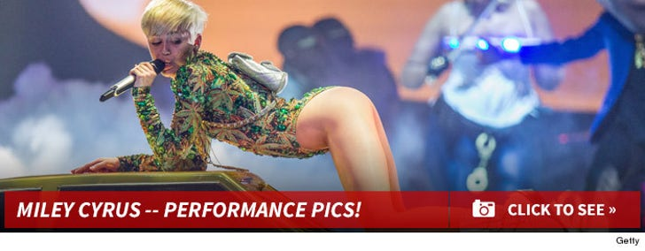 Miley's Sexy Performance Pics!