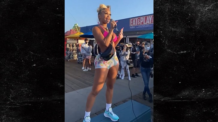 Saweetie Busks for 'Donations' at Santa Monica Pier.jpg