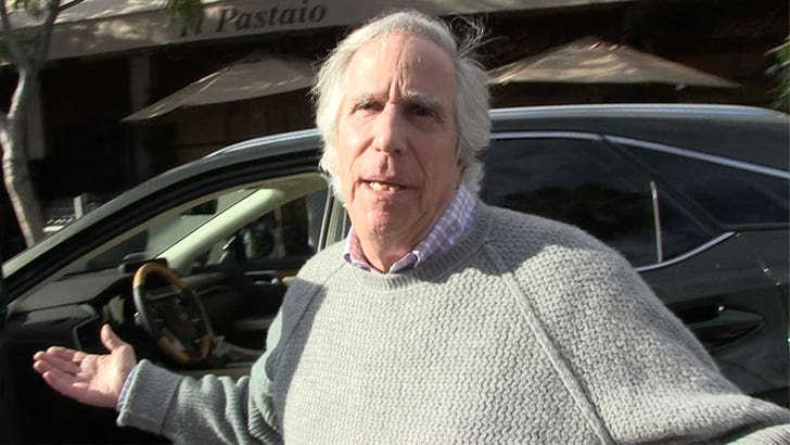 Henry Winkler Slams Rumors He's Been Feuding With Tom Hanks Since 1989