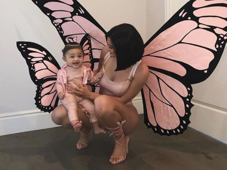 Kylie Jenner and Stormi -- Twinning!