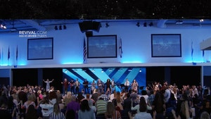 Florida Megachurch Packed with Worshipers During Coronavirus Pandemic